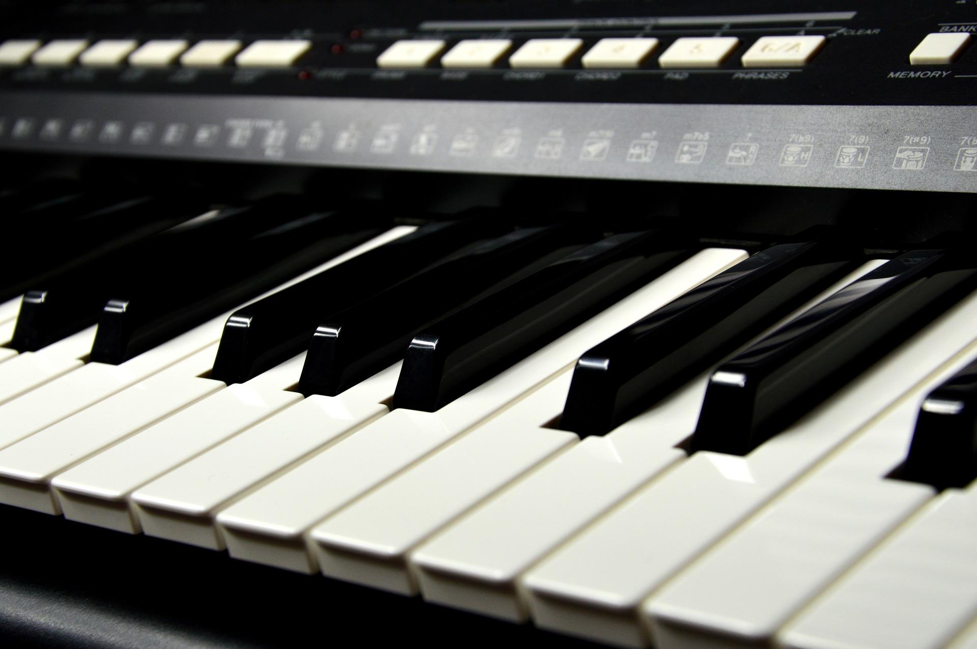 Jak nauczyć się grać na keyboardzie