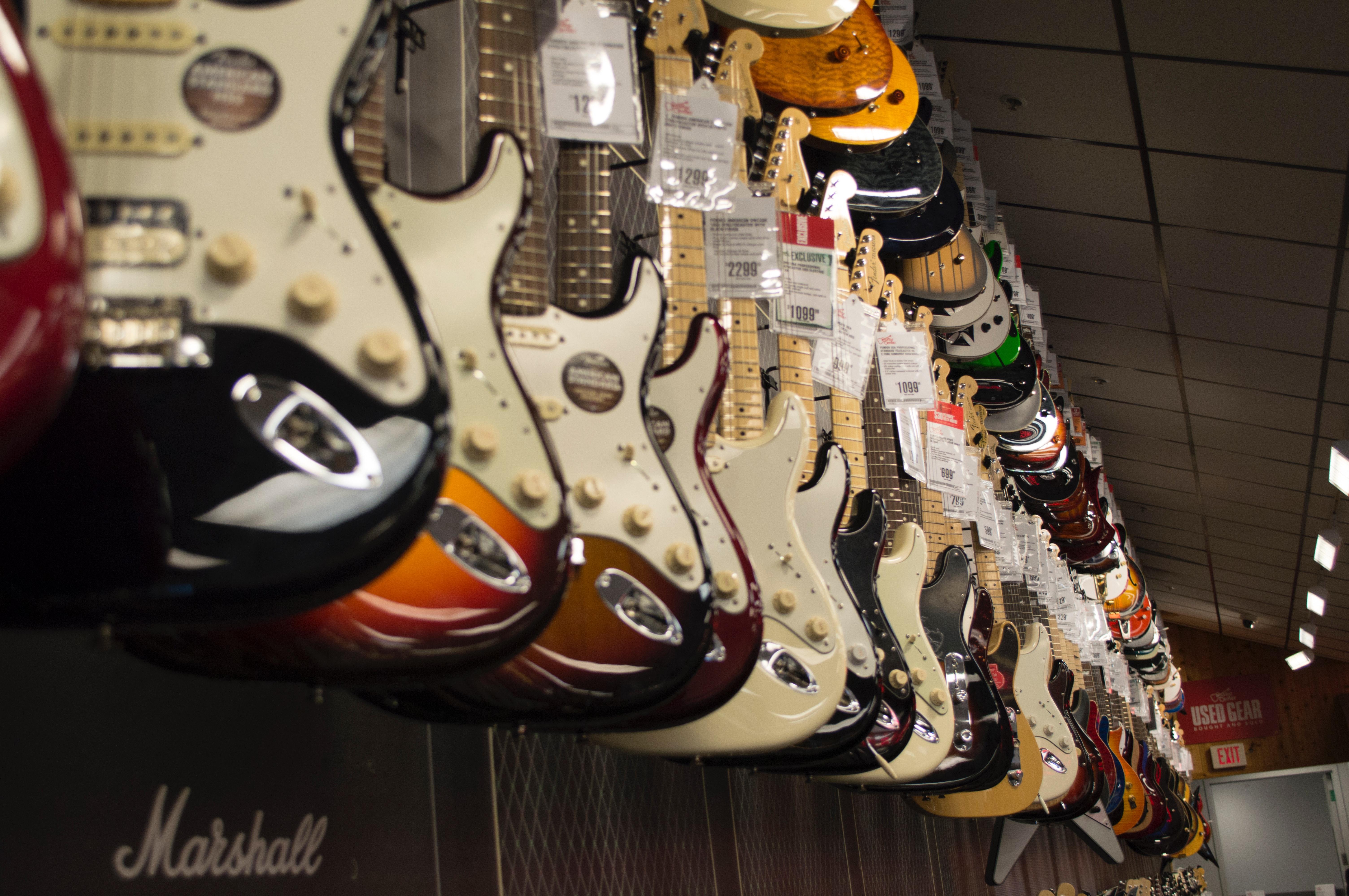 Gitary – doskonały wybór dla każdego miłośnika gitarowe brzmienia!