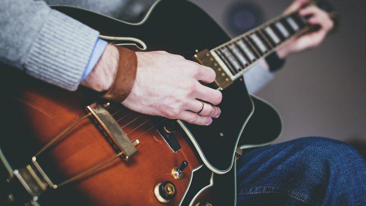 Rodzaje, podział gitar – jak wybrać najwłaściwszą gitarę?